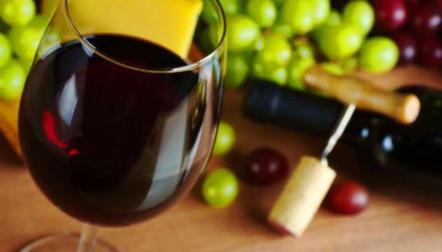 бокал с вином, красное вино, полезно ли пить красное вино