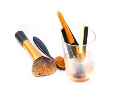 мытье кистей для макияжа мицелярной водой